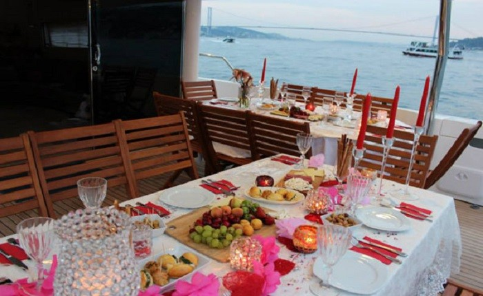 Istanbul-Brunch-and-Swimming-Cruise-on-the-Bosphorus